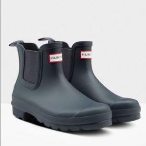 Hunter new improved navy Chelsea Boot